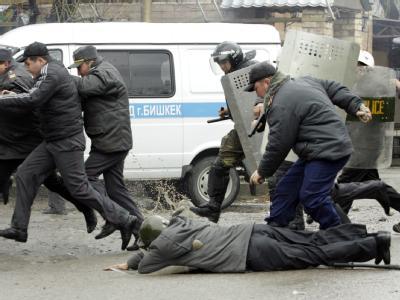 Hunderte Demonstranten und Sicherheitskräfte sollen verletzt worden sein.