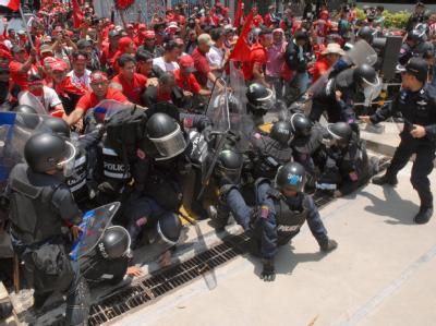 Die Demonstranten durchbrachen Polizeisperren.