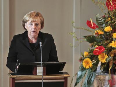 Bundeskanzlerin Angela Merkel spricht beim Trauergottesdienst für die gefallenen Soldaten. In Potsdam will sie das Einsatzführungskommando der Bundeswehr besuchen.
