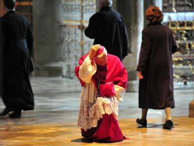 Der durch Misshandlungsvorwürfe in die Kritik geratene Augsburger Bischof Walter Mixa wird erneut von einem ehemaligen Heimkind angeschuldigt.