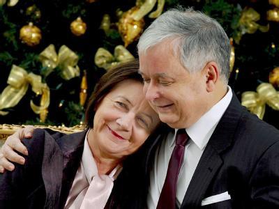 Lech Kaczynski und seine Frau Maria posieren 2007 im Präsidentenpalast in Warschau für ein offizielles Foto.