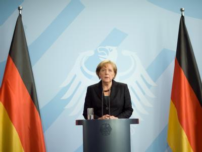 Bundeskanzlerin Angela Merkel gibt eine Pressekonferenz zum Tod des polnischen Präsidenten Lech Kaczynski.