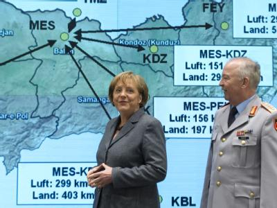 Bundeskanzlerin Angela Merkel  besucht das Einsatzführungskommando der Bundeswehr in Geltow, um sich über die aktuelle Lage in Afghanistan zu informieren.