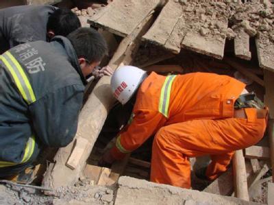 Etwa 400 Tote bei Erdbeben in China