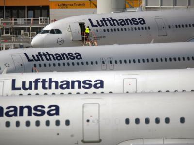 Geparkte Lufthansa-Maschine in Frankfurt am Main.