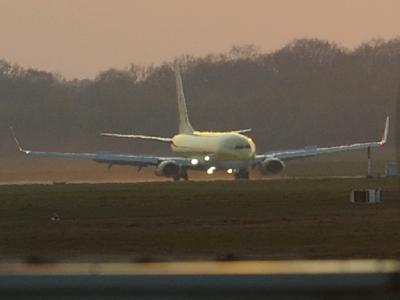 Eine Boeing 737/800 ist als erste Passagiermaschine seit dem Beginn des Flugverbot wegen der Aschewolke am Sonntag auf dem Flughafen in Hannover gelandet.