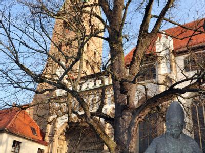 In Augsburg sind in den letzten Wochen viele Menschen aus der katholischen Kirche ausgetreten.