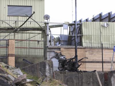 Bombenanschlag auf eine Polizeistation in Nordirland.