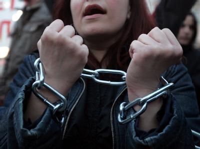 Demonstranten vor dem griechischen Parlament in Athen protestieren gegen Finanzhilfen.