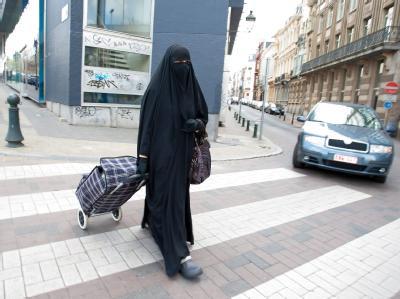 Frau mit Ganzkörperschleier in Brüssel