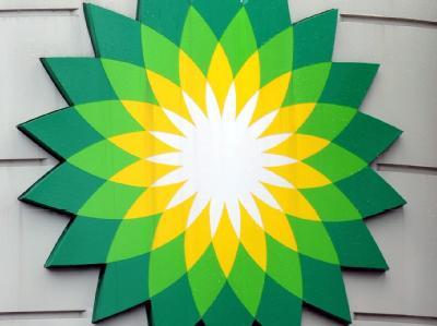 Der Ölkonzern BP nähert sich nach dem vergangenen Krisenjahr überraschend schnell alten Traumprofiten - jedoch überschattet die Ölkatastrophe den Gewinn.