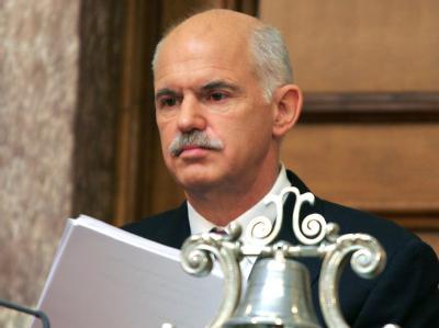 Griechenlands Regierungschef Papandreou mit ernster Miene: Die Ratingagentur Standard & Poor's hat das Rating für griechische Staatsanleihen auf «BB+» gesenkt.