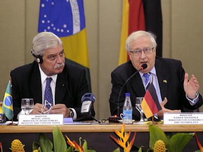 Bundeswirtschaftsminister Rainer Brüderle (r.) und der brasilianische Entwicklungsminister Miguel Jorge.