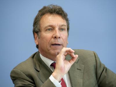 Linke-Parteichef Klaus Ernst wirft der SPD vor, Joachim Gauck
