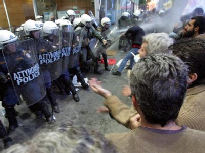 In Athen ist es zu Auseinandersetzungen zwischen Demonstranten und Polizei gekommen.