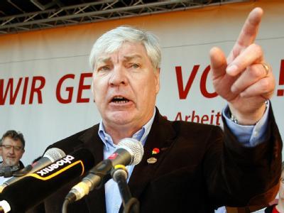 Michael Sommer, Vorsitzender des Deutschen Gewerkschaftsbundes (DGB), spricht am Tag der Arbeit in Essen zu den Gewerkschaftsmitgliedern.