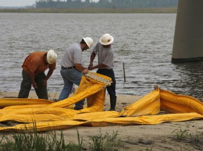 Die US- Bundesstaaten Louisiana, Florida, Alabama und Mississippi haben wegen der Ölpest bereits den Notstand ausgerufen.