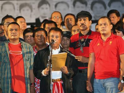 Der UDD-Vorsitzende Veera Muksikapong spricht am Dienstag zu seinen Anhängern.