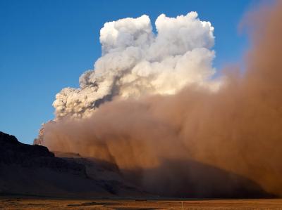 Der isländische Gletschervulkan gibt keine Ruhe (Archiv). Nun ist der spanische Luftraum von der Asche betroffen.