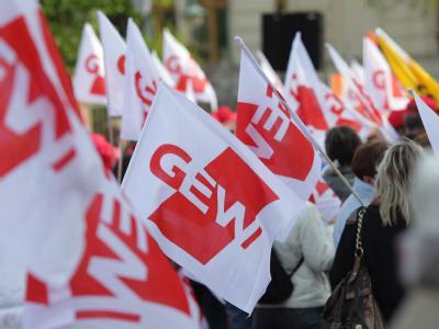 Angestellte Lehrer protestieren