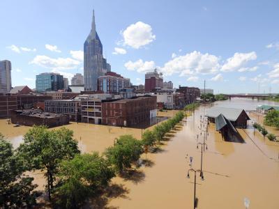 In Tennessee mussten tausende Menschen aus ihren Häusern flüchten, Hotels und Altenheime wurden evakuiert.