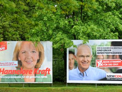 Wahlplakate von den Spitzenkandidaten bei der Landtagswahl in Nordrhein-Westfalen, Hannelore Kraft (SPD) und Jürgen Rüttgers (CDU)