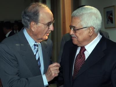 George Mitchell und Mahmud Abbas