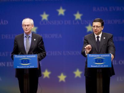 EU-Ratspräsident Herman Van Rompuy (l) und Kommissionspräsident José Manuel Barroso sprechen in Brüssel zur Presse.