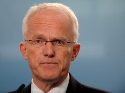 Enttäuscht gibt der nordrhein-westfälische Ministerpräsident Jürgen Rüttgers nach Bekanntgabe der ersten Hochrechnungen ein Statement ab.