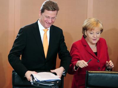 Bundeskanzlerin Merkel und Außenminister Westerwelle beraten in einer Kabinettssitzung über das Hilfspaket für den Euro.