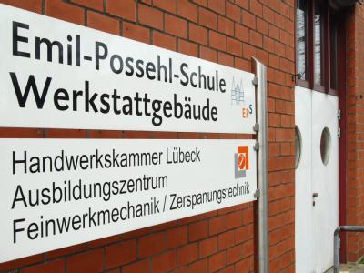 Zwei Schüler aus der 12. Klasse der Lübecker Emil-Possehl-Schule sollen bei einer Klassenfahrt eine 15 Jahre alte Realschülerin vergewaltigt haben.