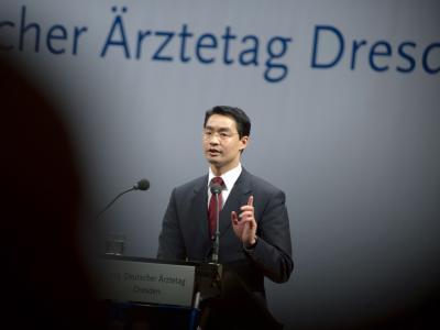 Bundesgesundheitsminister Philipp Rösler (FDP) spricht bei der Eröffnung des 113. Deutschen Ärztetages in Dresden.