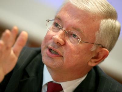 Roland Koch hat mit Sparvorschlägen bei Bildung und Familie für Streit in der Union gesorgt.