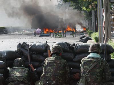 Teile Bangkoks gleichen derzeit einer Kriegszone.