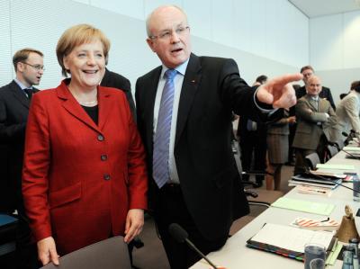 Bundeskanzlerin Merkel und der Vorsitzende der Unionsfraktion im Bundestag, Kauder, bei der CDU-Fraktionssitzung.
