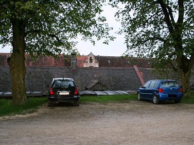 Das Auto der Bankiersfrau Maria B. (l):  Dort sollen Blutspuren des Opfer gefunden worden sein. Foto: Polizeidirektion Heidenheim