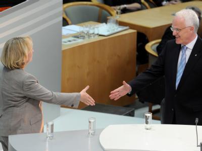 Notgedrungen Partner? Ministerpräsident Jürgen Rüttgers (CDU) und SPD-Herausforderin Hannelore Kraft im Landtag in Düsseldorf.