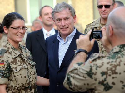 Bundespräsident Horst Köhler im Bundeswehrfeldlager Camp Marmal in Masar-i-Scharif (Foto vom 21.5.2010).