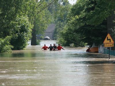 Die Weichsel hat nach einem Deichbruch nordwestlich von Warschau 18 polnische Ortschaften überflutet.