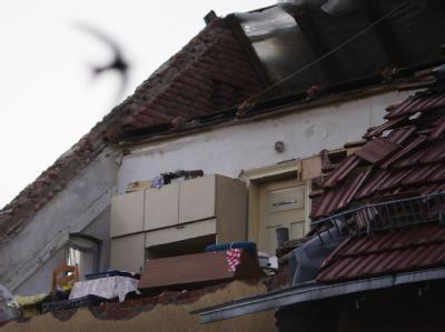 Ein vom Sturm zerstörtes Dachgeschoss in Mühlberg an der Elbe.