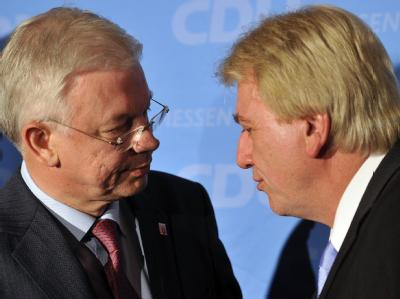 Hessens Ministerpräsident Roland Koch (CDU) und sein designierter Nachfolger Volker Bouffier.