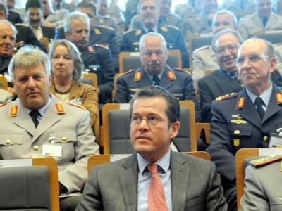 Guttenberg besucht Führungsakademie