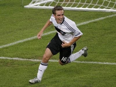 Philipp Lahm jubelt nach seinem Tor im Halbfinale gegen die Türkei bei der EM-2008.