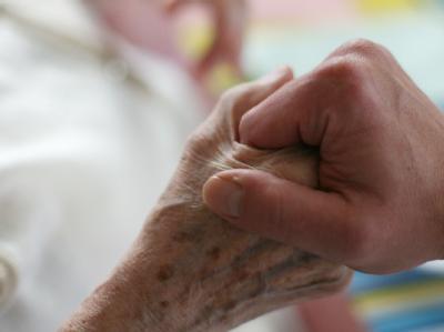 Vor dem Bundesgerichtshof (BGH) wird ein Grundsatzprozess zu Fragen der Sterbehilfe verhandelt.