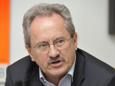 Der Münchner Oberbürgermeister und Städtetags-Vizepräsident Christian Ude fordert eine Ausweitung der Gewerbesteuer. (Archivbild)