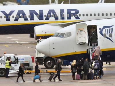 Mit einem vierstündigen Sitzstreik haben Ryanair-Passagiere gegen eine enorme Verspätung und die Umleitung ihrer Maschine protestiert (Symbolbild).