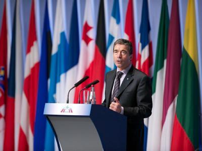NATO-Generalsekretär Rasmussen, hier am Dienstag in Riga, warnt die Bündnisstaaten vor zu harten Einschnitten in den Verteidigungsetats.