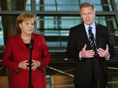 Angela Merkel präsentiert Christian Wulff