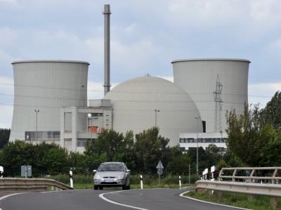 Den Atomenergiekonzernen drohen neben einer neuen Steuer weitere Milliardenbelastungen.