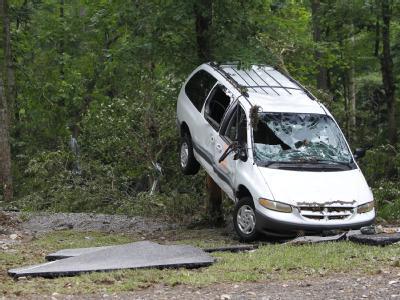 Ein von der plötzlichen Flut zerstörter Wagen.